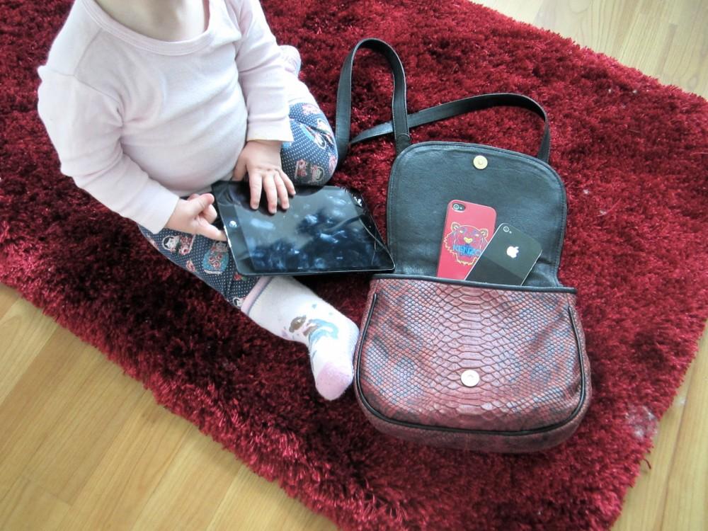 Kids & Apps: Baby mit iPhone und iPad