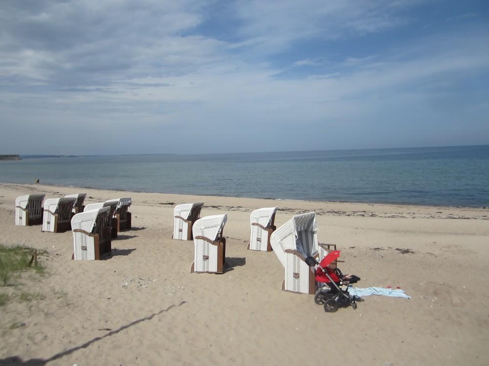 Der Strand am Bootshaus von Weissenhaus