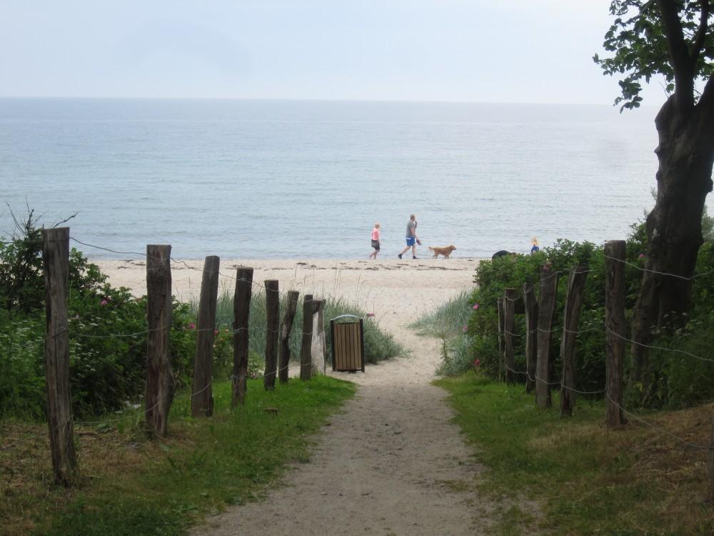 Strandspaziergänger in Weissenhaus