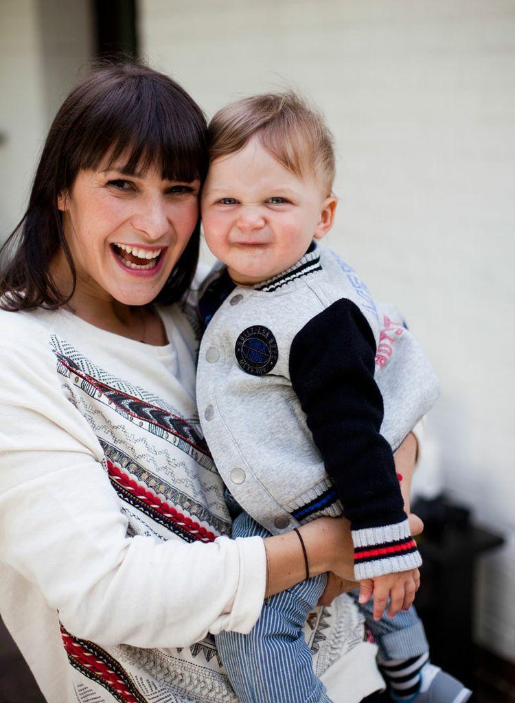 Isabel (Little Years) und der kleine Xaver sind happy beim Shooting