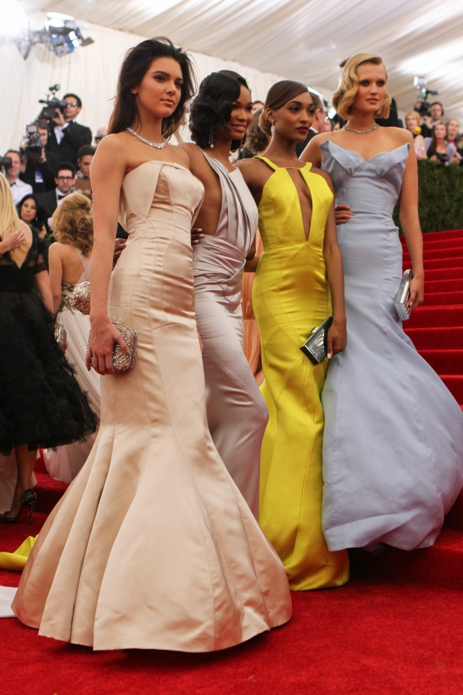 "TOPSHOP Auktion – Met Ball Kleider für ""Fashion Targets Breast-Cancer"""