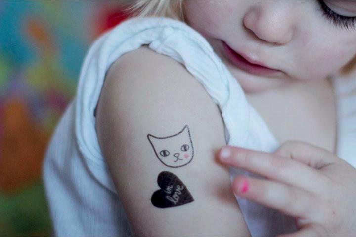 so leicht lassen sich temporäre tattoos auftragen bei Mummy Mag