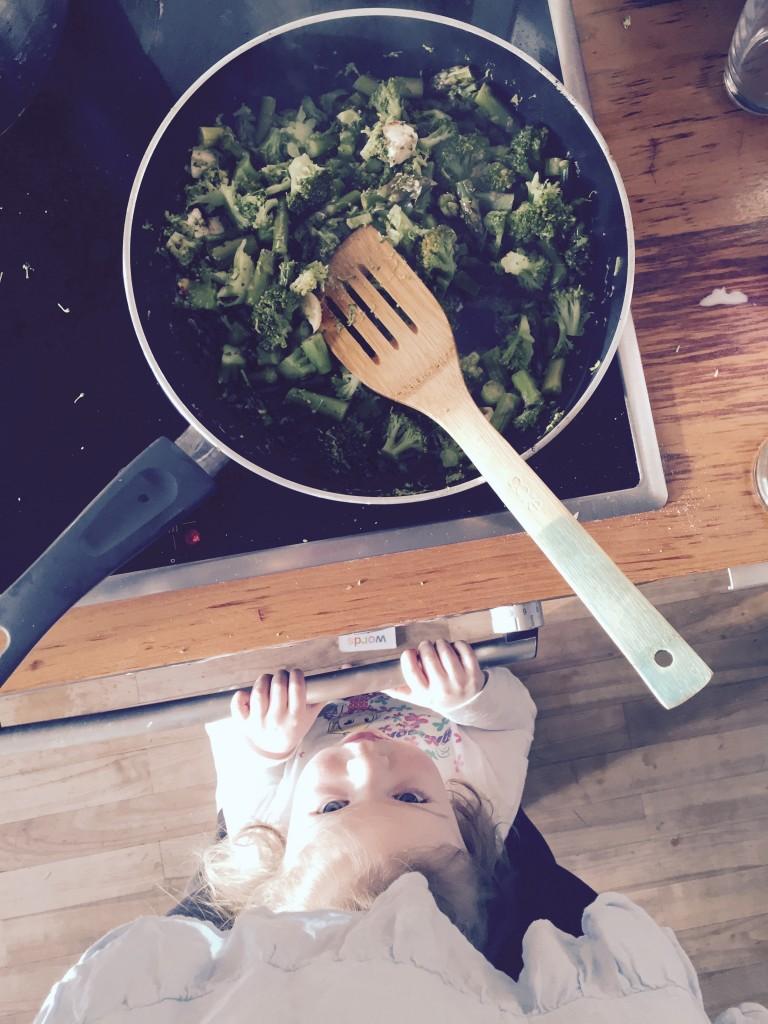 Izzy hilft beim Kochen #MummyGoesBalance mit GU Balance