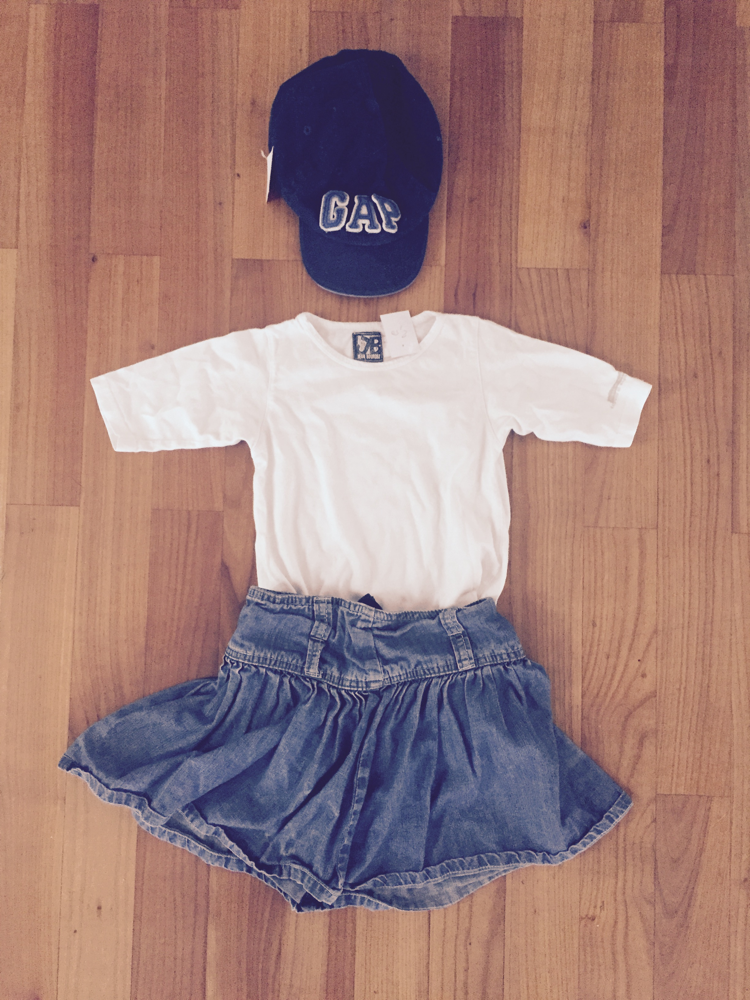 Gap Basecap und Jeansrock - Low Budget Summer Outfit bei Mummy Mag