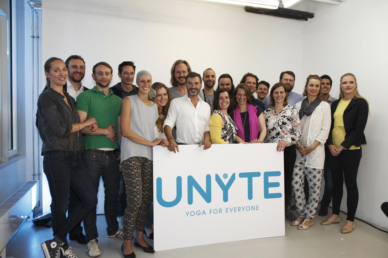 Das UNYTE Team beim Launch im BIKINI Berlin mit Mummy Mag