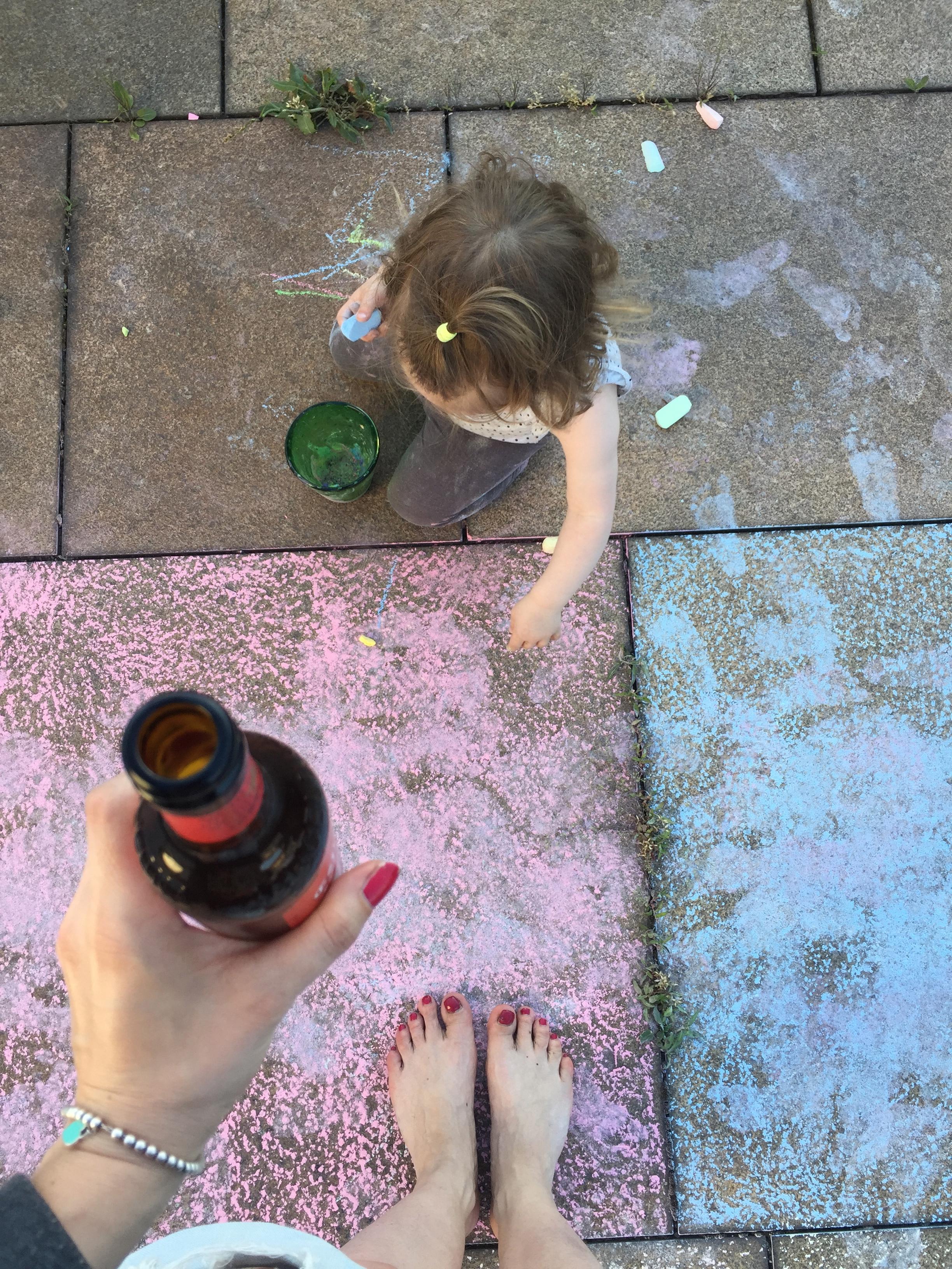 Izzy malt auf Balkonien bei Mummy Mag