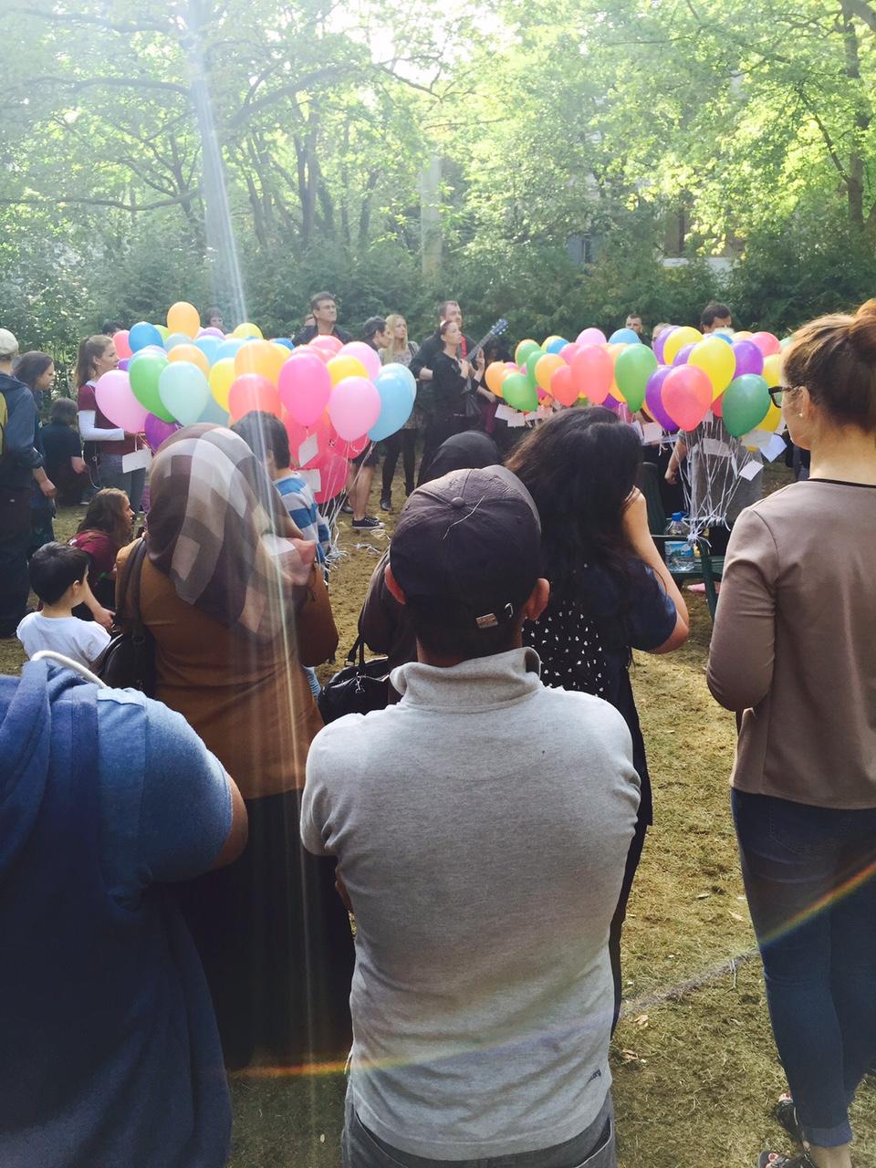 Luftballons für Kinder am Lageso