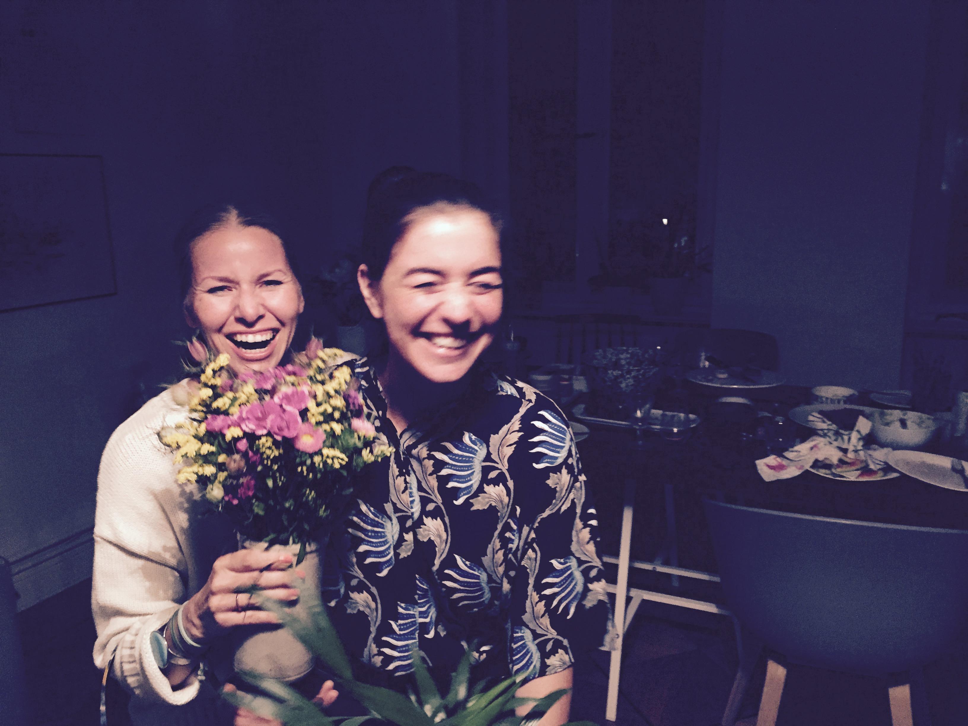 Madeleine und Janine bei der Geburtstagsfeier von Ari von Primer & Lacquer