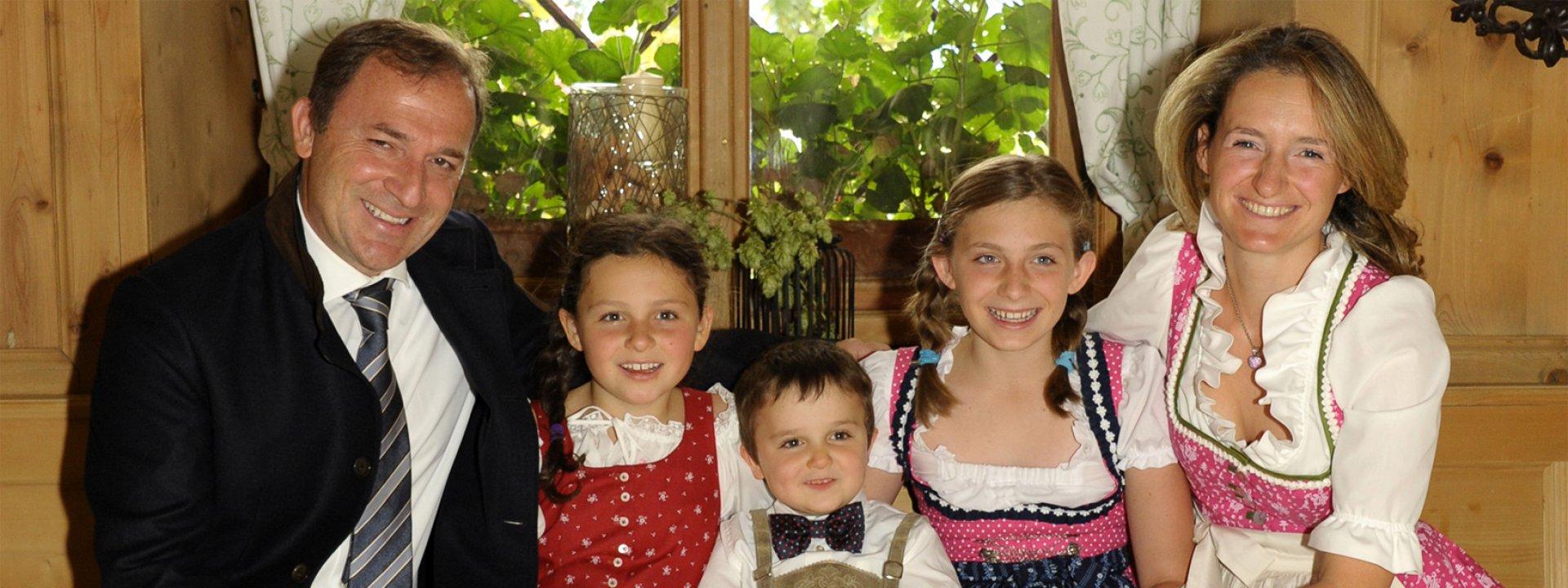 Barbara mit ihrem Mann und den drei Kindern im Hotel Oberwirt