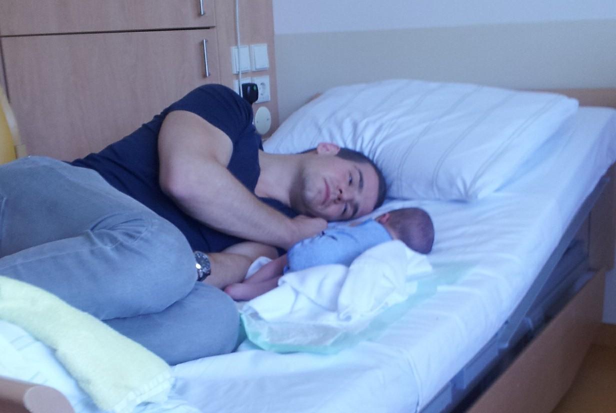 Daddy David mit Baby-Sohn Johannes bei The Day That