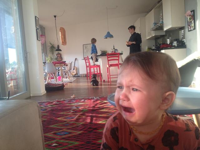 Alltag einer Mutter_Dari Maximova_Baby weint