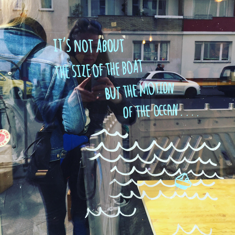 Bitte Coffeeshop bringt Madeleine mit Lebensweisheiten nicht aus der Fassung - Mummy Mag Kolumne