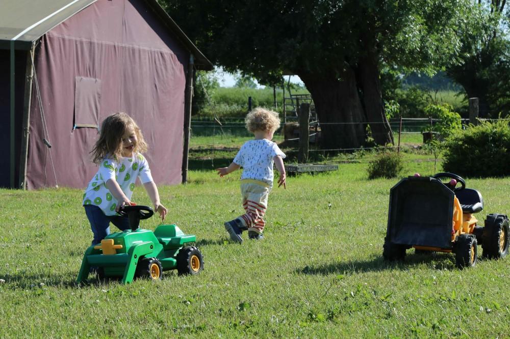 Wiesenbett_Dinserhof_Urlaub auf dem Bauernhof mit Kindern
