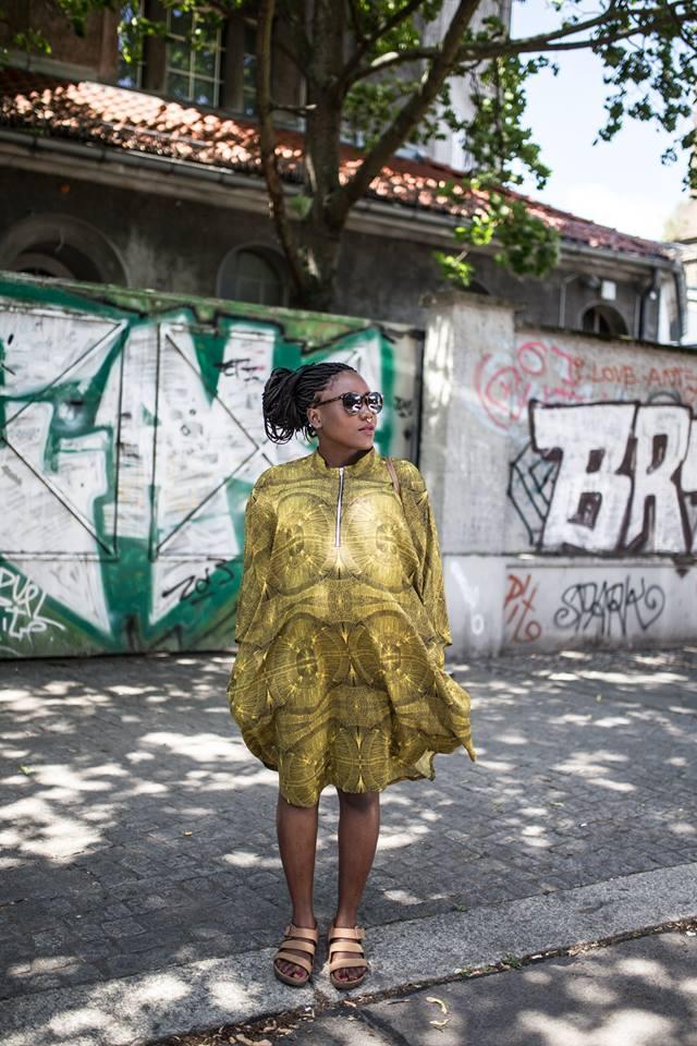 stylethebump Sonnenbrille : YSL, Kleid : Monki , Birkenstock