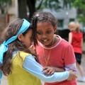 Kinder Weltkindertag Spendenaktion MUMMY MAG SOS Kinderdorf Umarmung