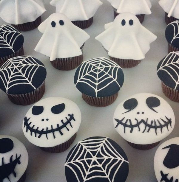 grusel muffins halloween geb ck halloween backen cupcakes gespenster spinnennetz mummy mag. Black Bedroom Furniture Sets. Home Design Ideas