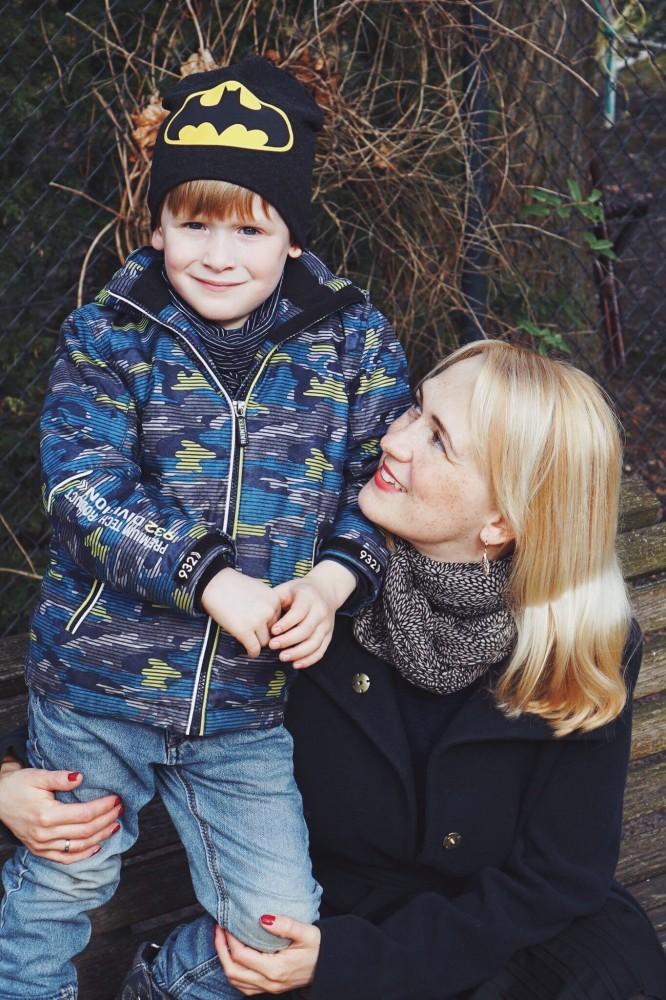 Anousch Mueller Unheilpraktiker mit Sohn