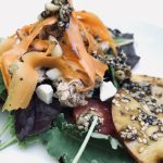 MUMMY KOCHT… <br> Salat mit Süßkartoffelhobeln und Kernen