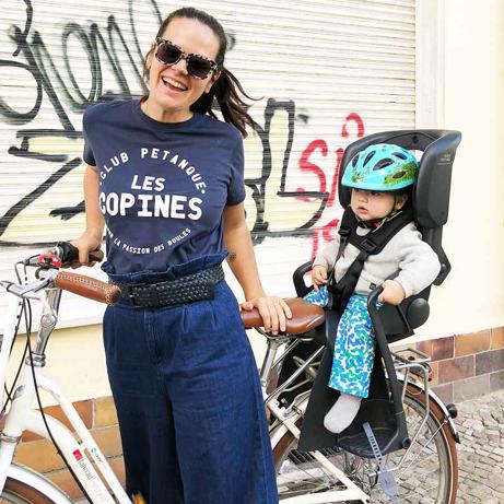 camilla und oskar auf dem fahrrad