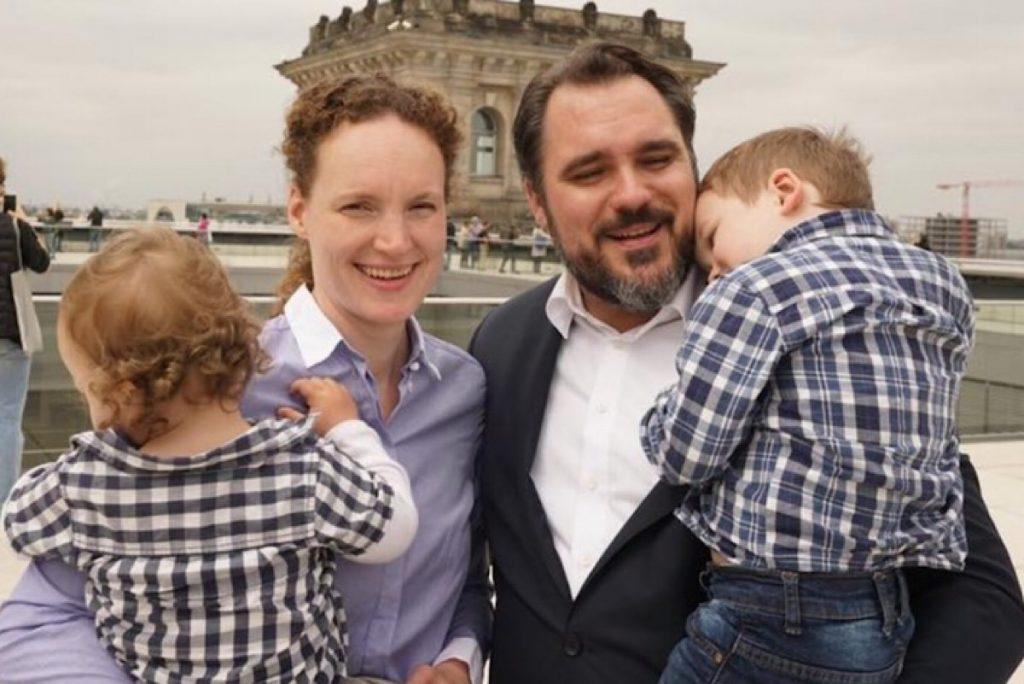 Daniel Föst, Bundestagsabgeordneter in der FDP Fraktion mit seiner Familie