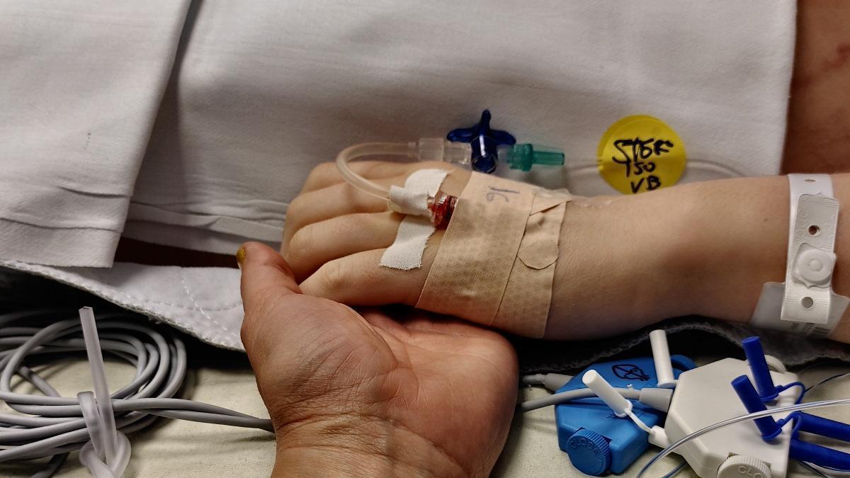 MUMMY MAG Herzgeschichte Hand